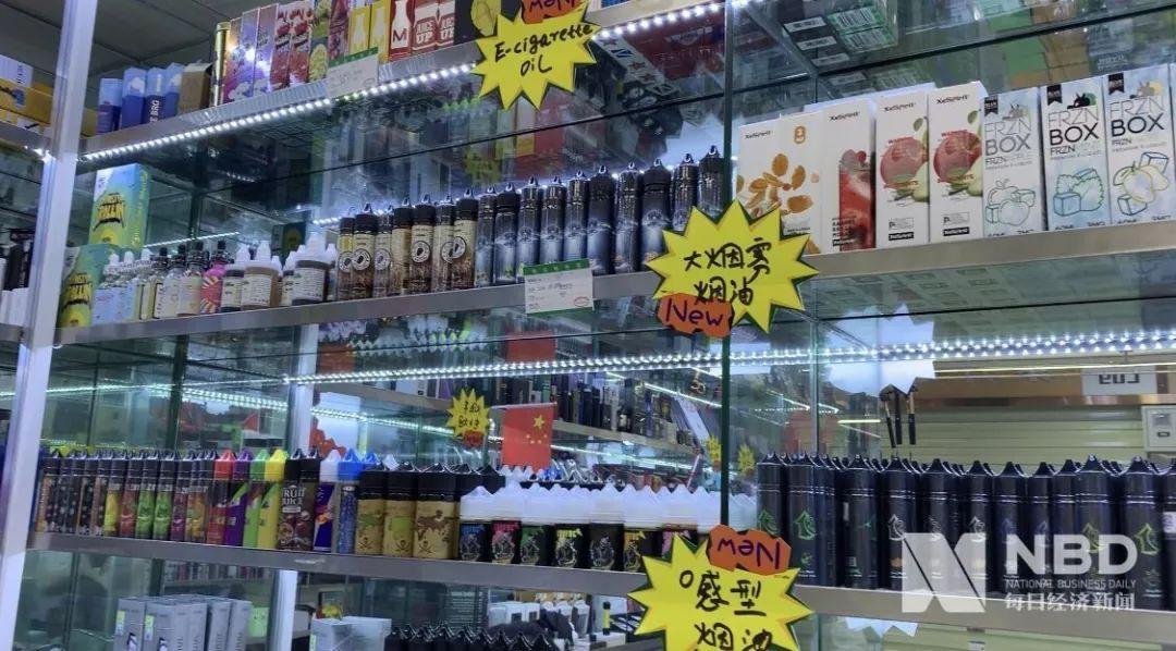 深圳华强北的电子烟商铺中陈列着上百款电子烟
