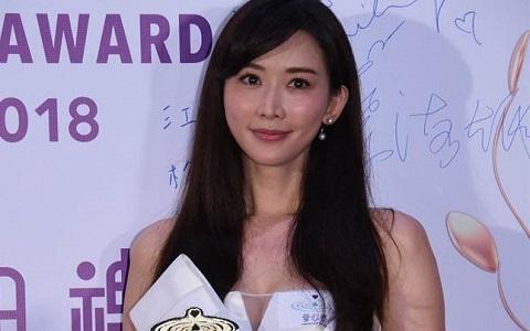 林志玲在香港领奖。(图片来自港媒)