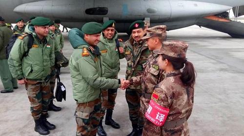印方官兵10日乘机抵达成都(印度新德里电视台网站)