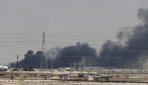 沙特设施遭袭油价大涨 专家:地缘政治影响力被放大