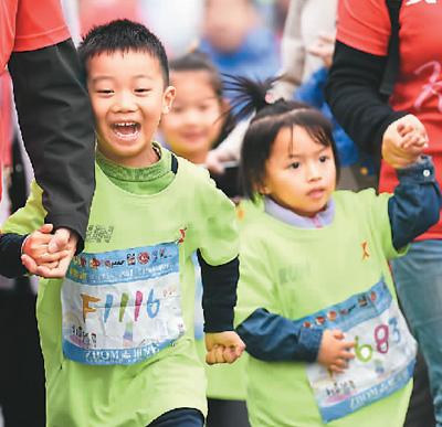 幼至交参加2018相符胖国际马拉松亲子跑比赛。