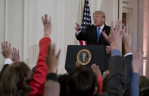 特朗普在记者会上(共同社)