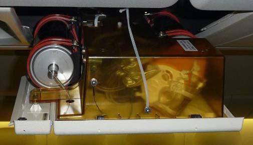 傳統的化學制氧系統,體積龐大且需要兩個容器