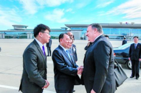 今年10月,金英哲在朝鲜迎接来访的蓬佩奥。(图/美国务院)