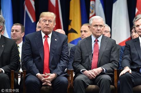 美国总统与司法部长塞申斯(视觉中国)