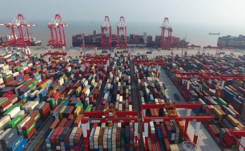 数字经济规则的制定对全球经贸发展影响深远。图为上海洋山深水港四期自动化码头。新华社