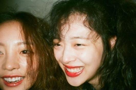 """韩国艺人具荷拉怀念雪莉,称""""眼泪止不住"""""""