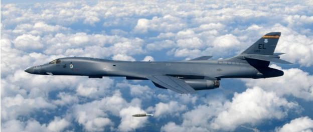 """图为美军B-1B""""枪骑兵""""战略轰炸机(news 1)"""