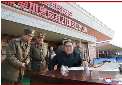 金正恩觀摩朝鮮空軍飛行大賽:非常滿意(圖)