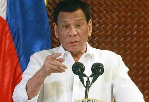 """杜特尔特警告毒犯家属,""""我会让你们从地表消失。""""(图源:《菲律宾星报》)"""