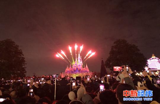 資料圖:上海迪士尼樂園夜場。中新經緯 吳曉薇攝
