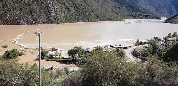 10月11日,金沙江水位上涨迅猛,淹没了当地民房。 昌都市宣传部 供图/视觉中国