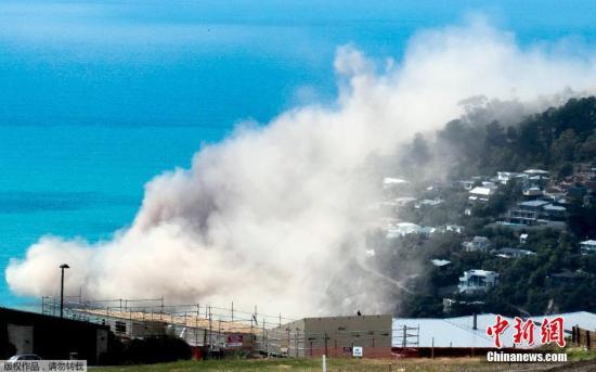 资料图:地震导致新西兰一处山崖倒塌。