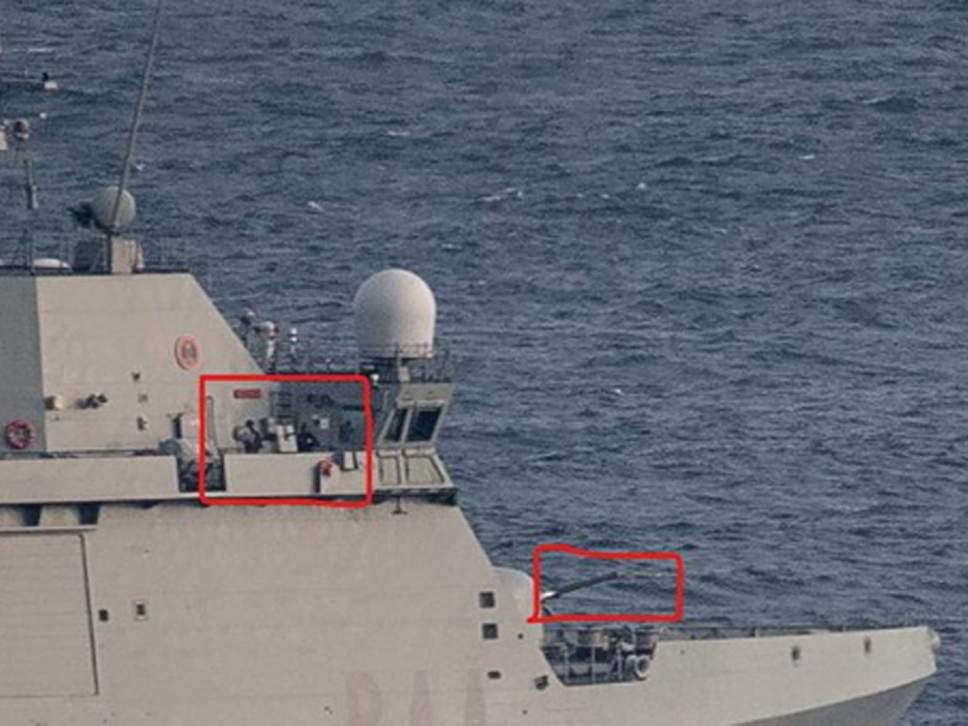 西班牙军舰17日在直布罗陀海域驱离商船。图/英国国家通讯社