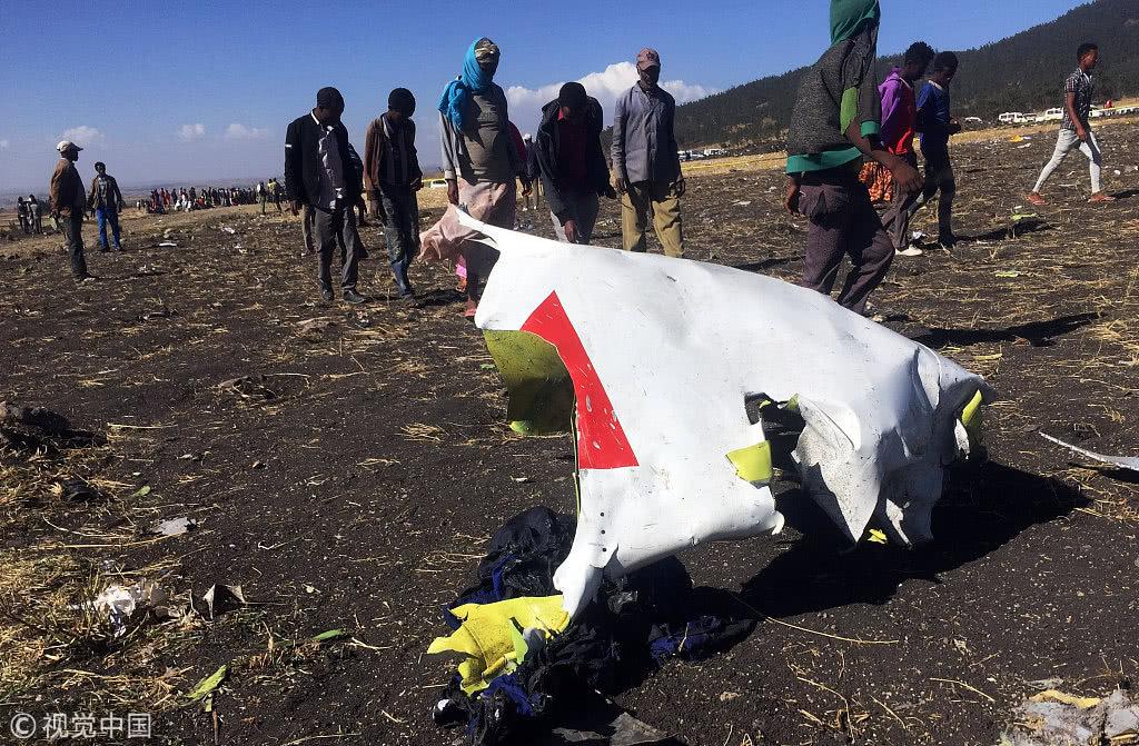 埃塞客机坠毁地点确认,现场遍地残骸 图自视觉中国