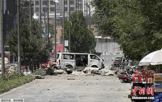 资料图:阿富汗一汽车炸弹爆炸后的场景。
