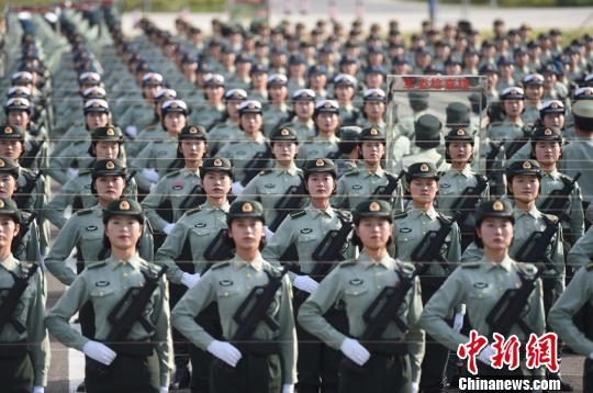訓練中的籍尹來(第二排左三) 尹威華 攝