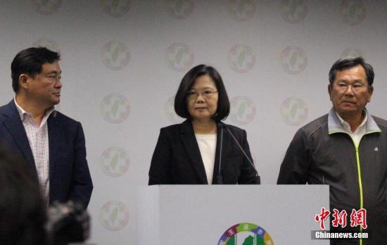 """11月24日晚,蔡英文在台北宣布辞往民进党主席职务,以示对该党在台湾""""九相符一""""选举中的外现负责。图中为蔡英文。中新社记者 张晓曦 摄"""