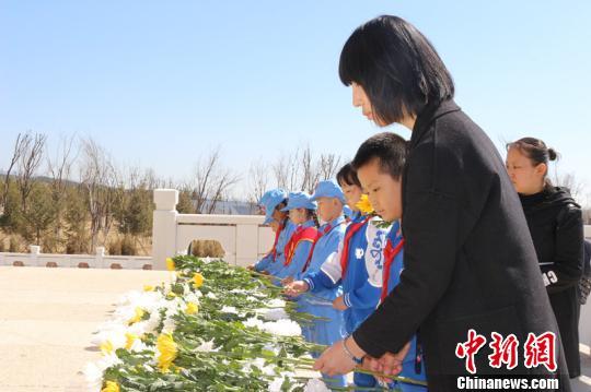 """内蒙古清明小长假""""红色""""旅游受欢迎"""
