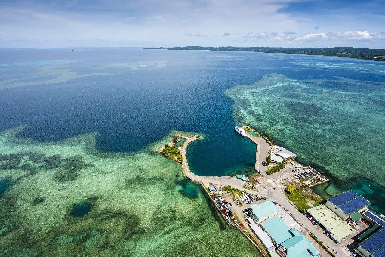 ▲帕劳是一个群岛国家,同时也是太平洋进入东南亚的门户之一,图为帕劳海岛风景。(视觉中国)