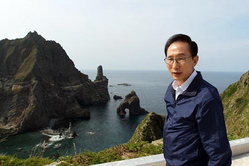 韩检方下周将传唤前总统李明博:涉嫌受贿 规模超百亿韩元李明博韩元检方