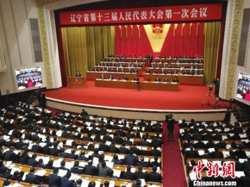 辽宁省代省长唐一军在作政府工作报告。赵桂华 摄