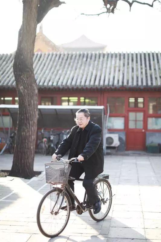 梁金生每天骑自行车上班,两点一线。新京报记者王嘉宁 摄