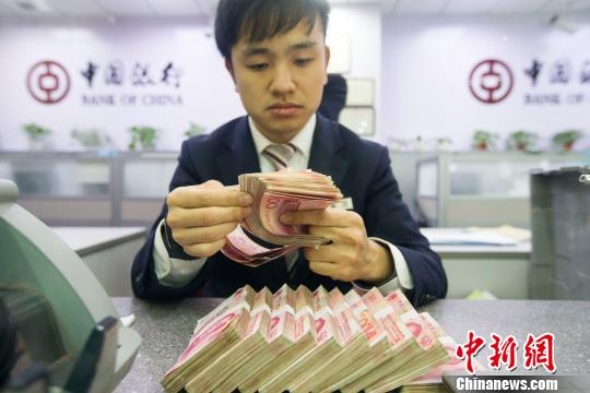 """中国外汇储备""""三连跌""""10月""""缩水""""近340亿美元"""