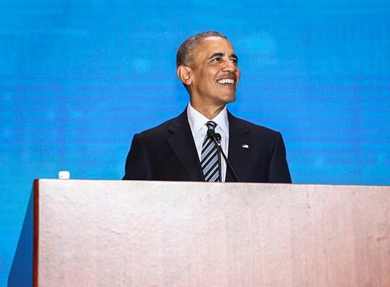 图为11月28日,奥巴马在上海演讲(图片源自网络)