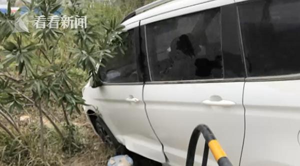 视频 春节值班没睡好 新手司机开车打瞌睡冲上绿化带