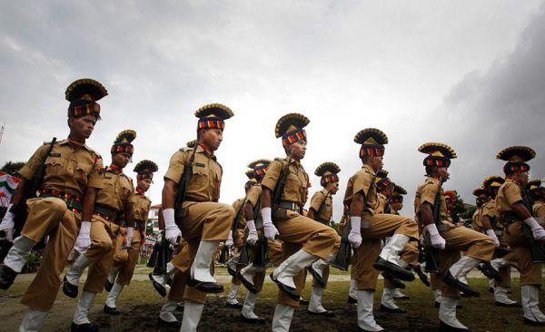 原料图:参添阅兵式的印度陆军方队