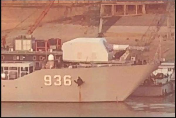 """安装于""""海洋山""""号登陆舰舰艏的疑似电磁炮(美国""""汽车驾驶""""网站)"""