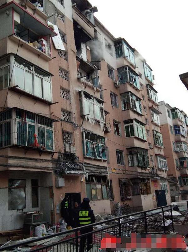 爆炸发生后的居民楼外观。
