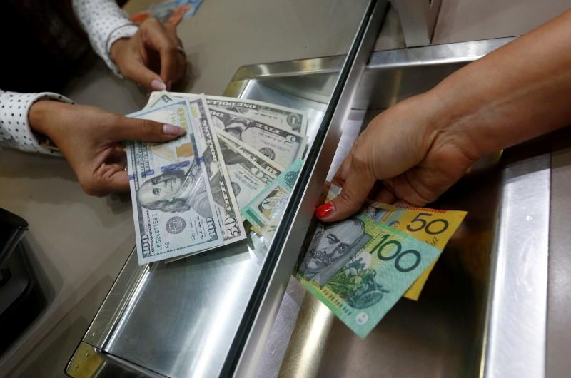 外汇 – 澳大利亚营建许可意外大幅下降 澳元亚盘下跌澳元