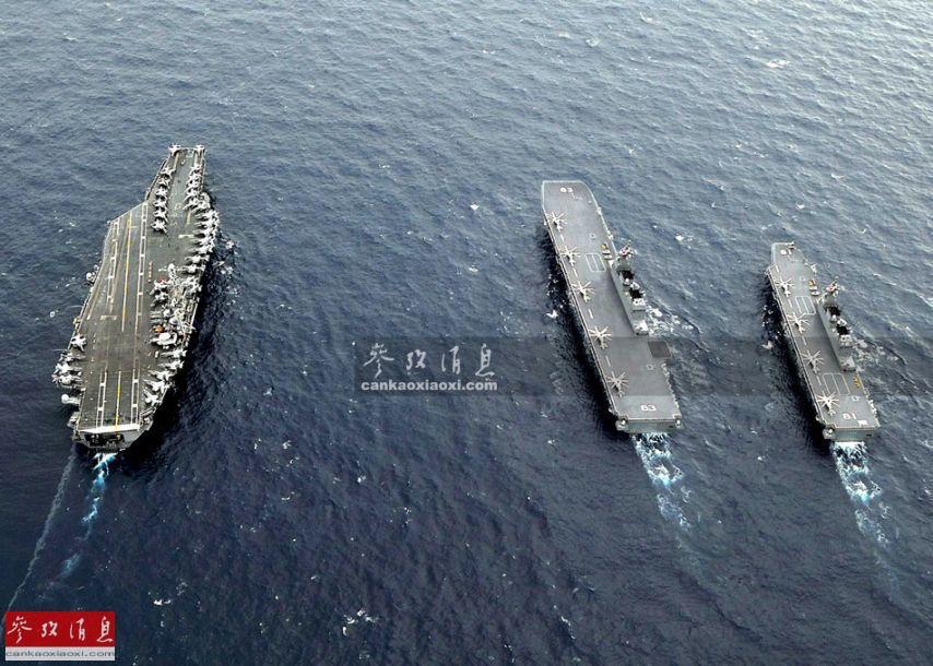 """图为日本海自""""出云""""号(中)、""""日向""""号(右)直升机航母与美军尼米兹级核航母编队航行,可见三者的尺寸差距。"""