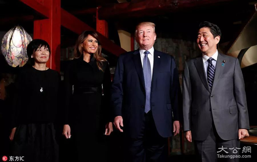 ▲11月5日,美国总统特朗普携妻子梅拉尼娅访问日本,安倍晋三夫妇同特朗普夫妇赴东京银座Ukai Tei餐馆就餐。