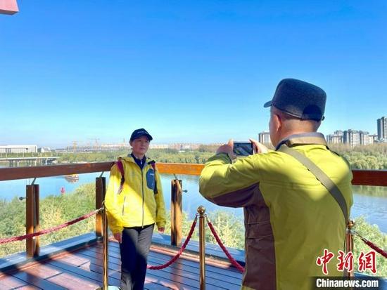 """""""千年运河千里行""""走进北京通州:在亲水公园感受城水相融"""