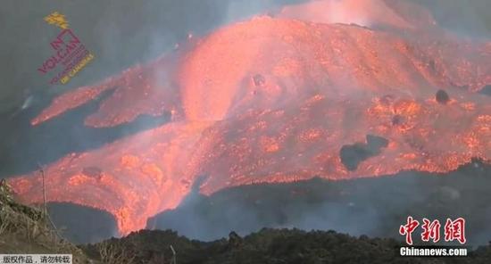 西班牙火山喷发未有减弱迹象 再次造成岛上航班停飞