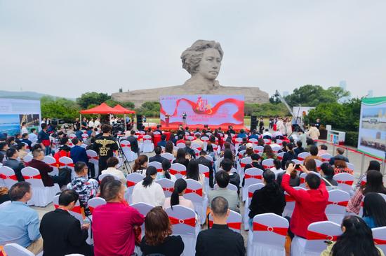 10月8日上午,2019第十九届湖南石门柑橘节暨文化旅游季新闻发布会在长沙橘子洲举行
