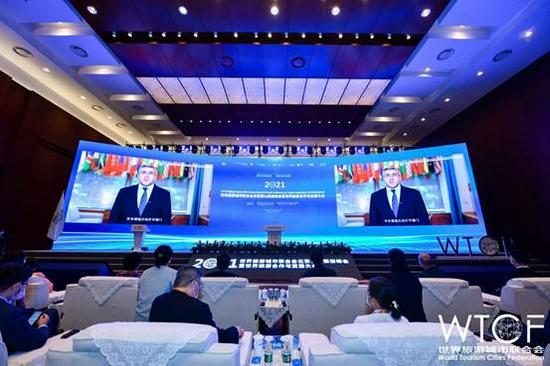 联合国世界旅游组织秘书长祖拉布·波洛利卡什维利在开幕式上通过视频致辞