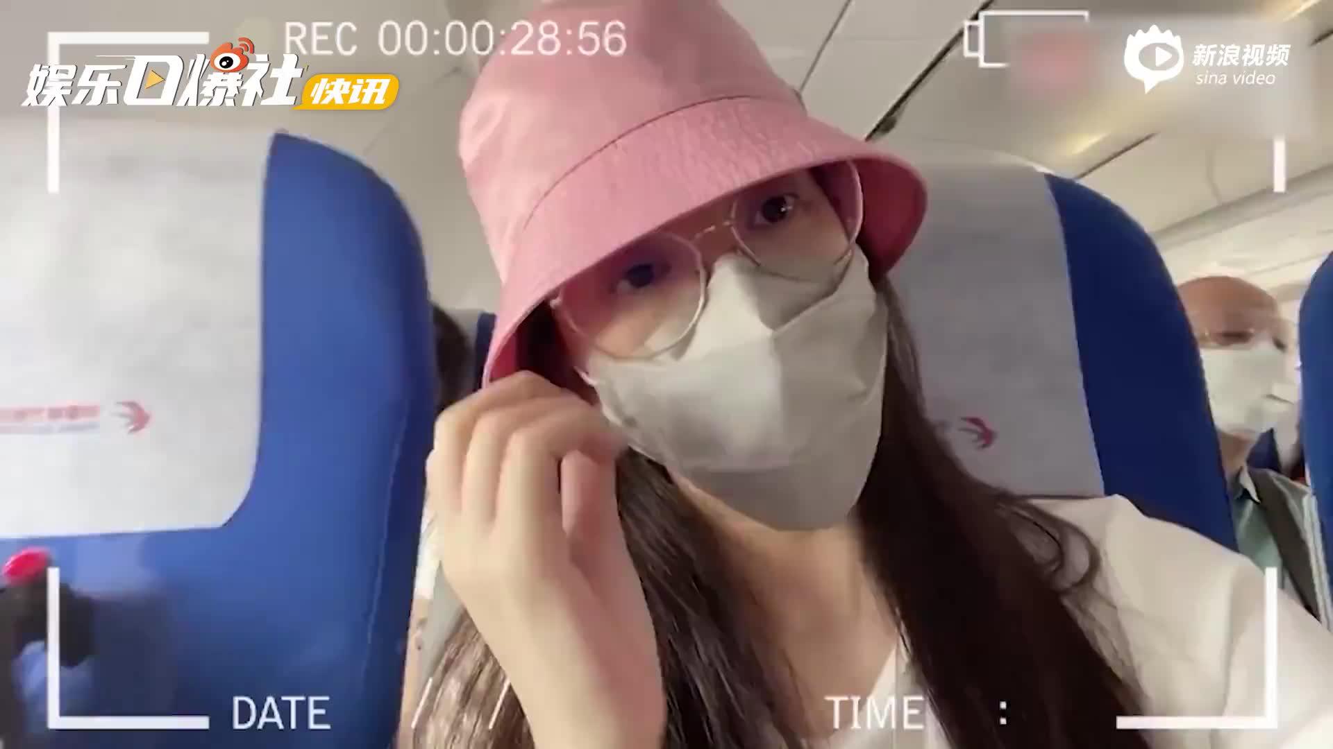 视频:天王嫂方媛带娃回上海 俩女儿首次坐飞机乖乖排队