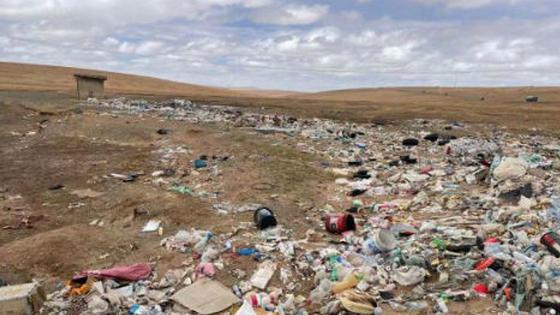 青藏高原可可西里再现巨大垃圾带
