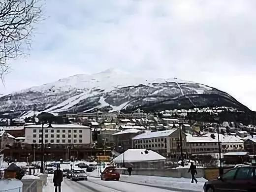 挪威纳尔维克(图片来源:upload.wikimedia.org)