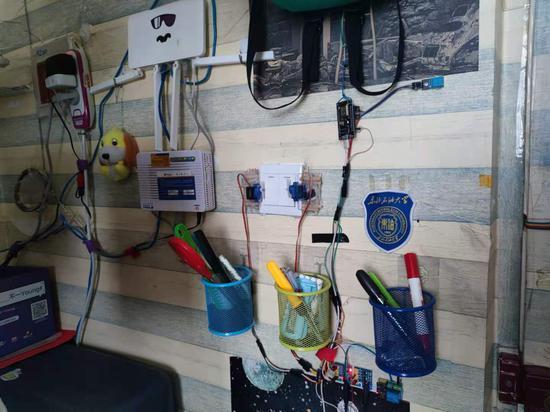 刷卡开门手机开灯 东北石油大学学生打造智能寝室