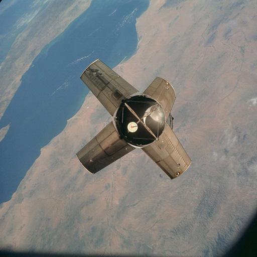 图中是阿波罗7号飞船的IV-B号火箭上阶,该飞船已发射到达地球轨道。