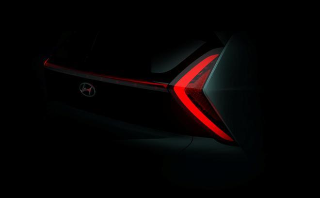 现代全新Bayon小型SUV最新预告图曝光 采用箭头图案尾灯设计