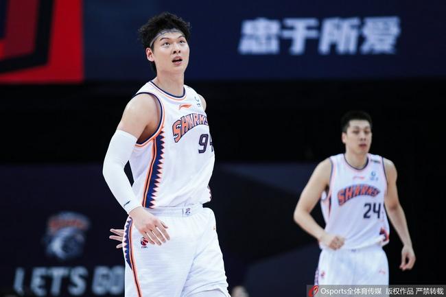 18+12+4断!王哲林上海首秀完美 率队取得大胜