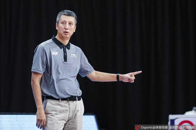 郭士强谈不敌辽宁:向冠军学习 本场输在篮板球